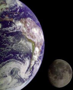big-earth-small-moon